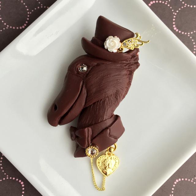 ハシビロコウ伯爵のチョコレートブローチ?ハートコイン
