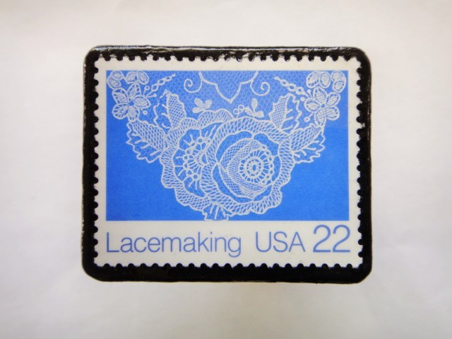 アメリカ レース切手ブローチ616