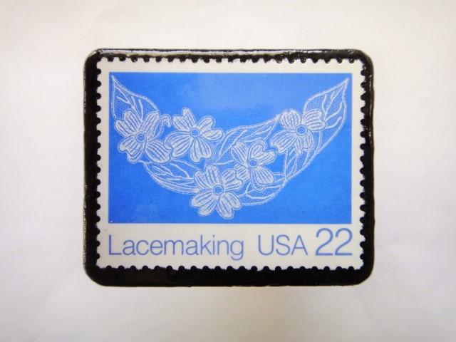 アメリカ レース切手ブローチ618