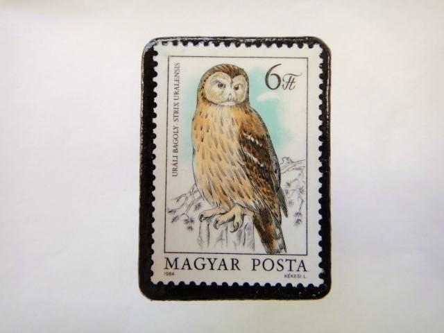 ハンガリー ふくろう切手ブローチ625