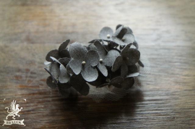 ear cuff  【 ちいさな紫陽花とチュールのイヤーカフ * charcoal grey 】