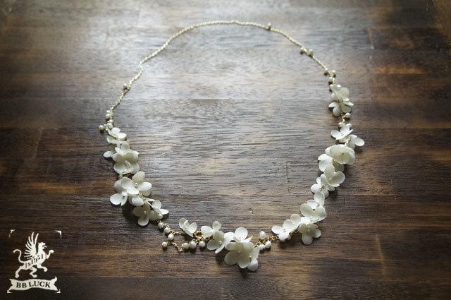 再販  necklace  【 ちいさな紫陽花と淡水パールのロングネックレス * off white 】