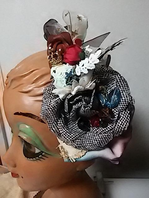 ツイードのバラにとまる小鳥とお花のカチューシャ