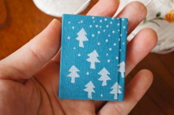 深い森にふる白雪 型染め豆本