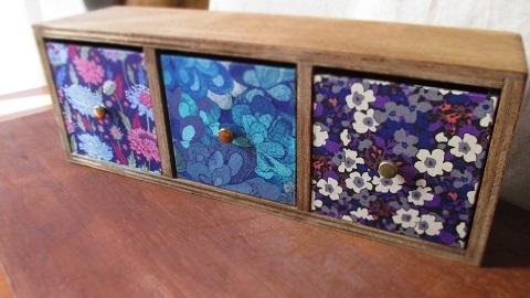 リバティ引き出し木製飾り棚/渋パープル系