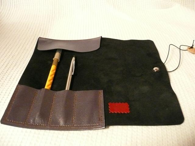 シンプルな山羊革ロールペンケース(黒&薄紫)高級タイプ編集する