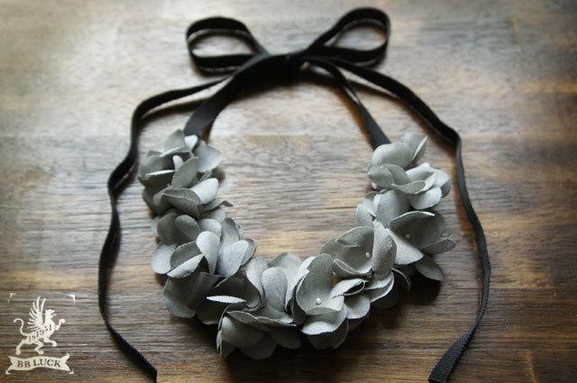 再販 * necklace 【 紫陽花と糸巻きビーズのネックレス * grey 】