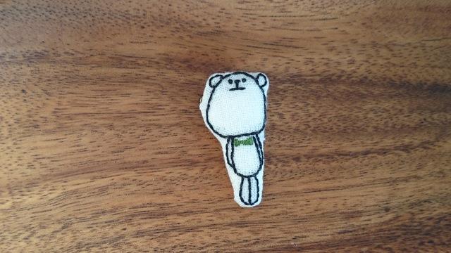 くま刺繍ブローチ