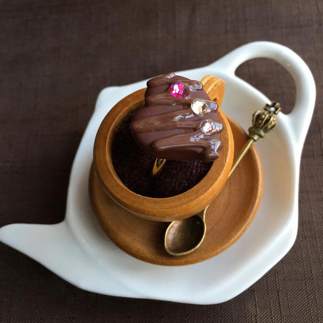 粒チョコレートの指輪 ハートにピンク