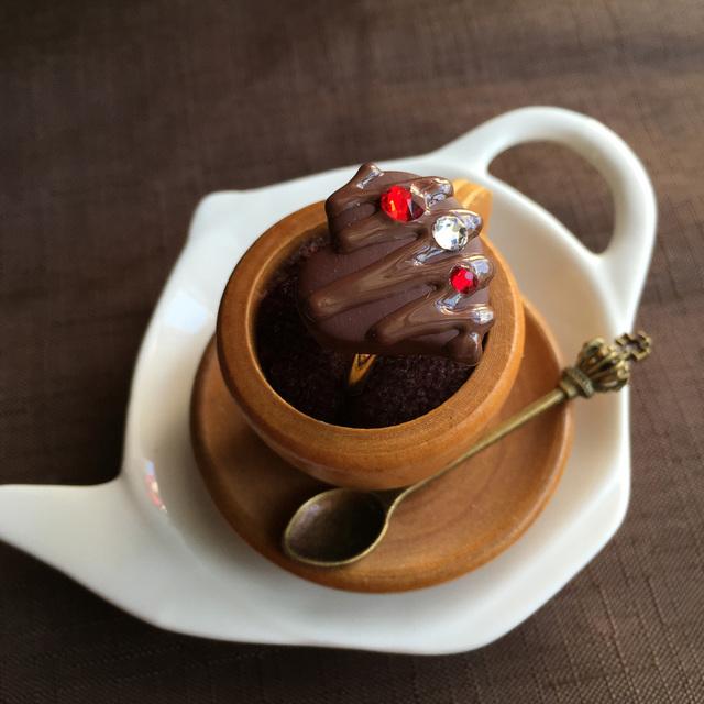 粒チョコレートの指輪 ハートに赤