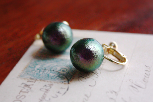 深緑×紫コットンパールの大きなイヤリング