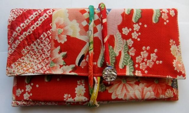 着物リメイク 花柄の着物と絞りの羽織で作った和風財布 964