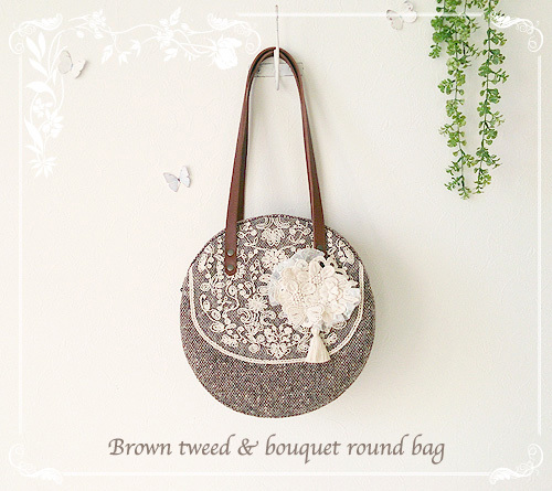 Brown tweed & bouquet round bag
