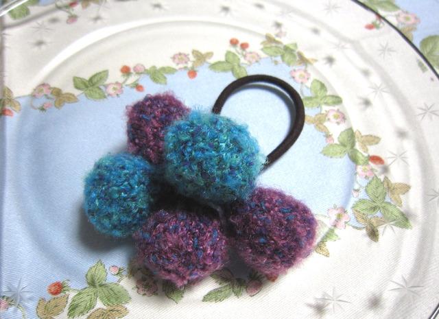 o14 紫×ターコイズ もこもこ毛糸ボールの木の実っぽい髪ゴム ヘアゴム