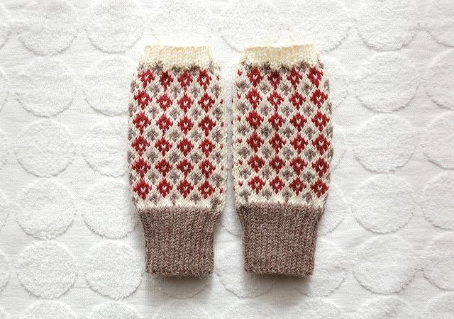 手編みの指なしミトン ダイヤ&クロス ブラウン×赤