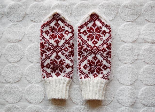 三角とんがりミトン【冬の赤】