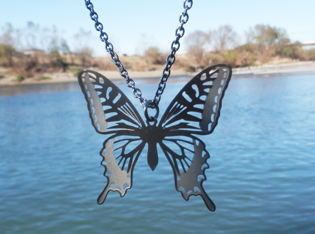cometman 透かし 大きい蝶(チョウ)の羽のネックレス