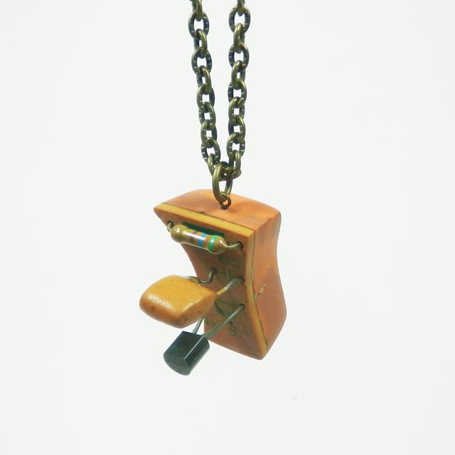 cometman 壊れたTVのリメイクペンダント6