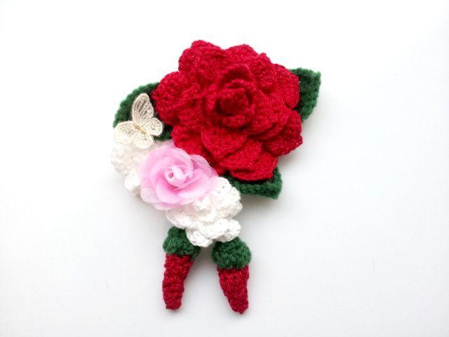 紅白のバラのコサージュ