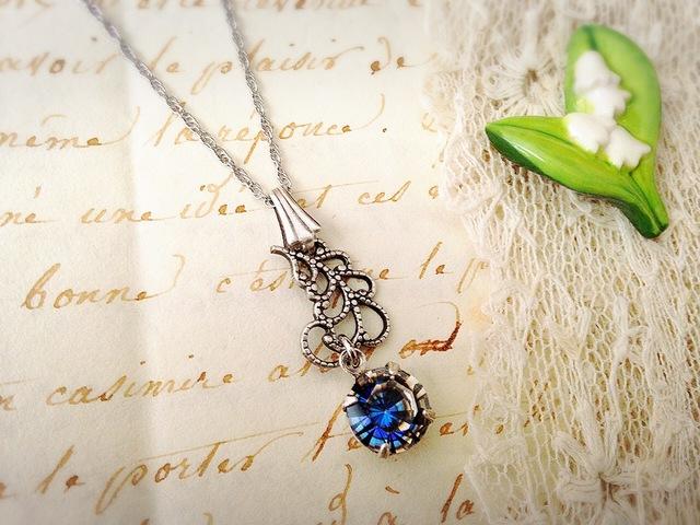 Romance en bleu 透かしフェザーとヴィンテージスワロフスキー ネックレス (silver)