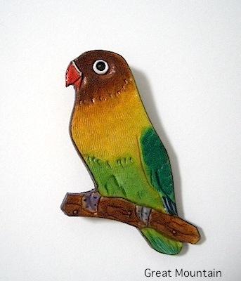 ボタンインコ ブローチ 鳥 インコ インコグッズ 革 レザー バッジ