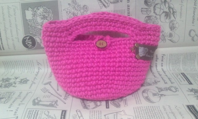 鮮やかピンクの麻ひもミニバッグ