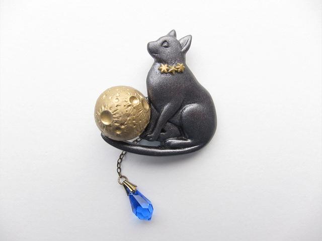 猫と月のブローチ