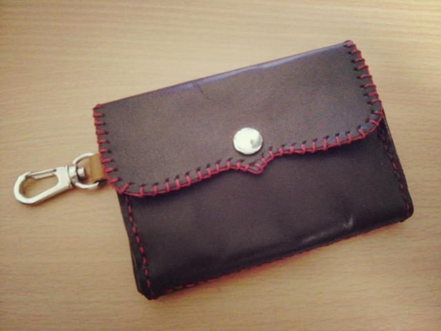 赤ステッチのミニ革財布