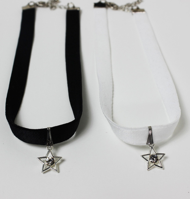 【チョーカー】黒と白 ビジュー星柄シルバー