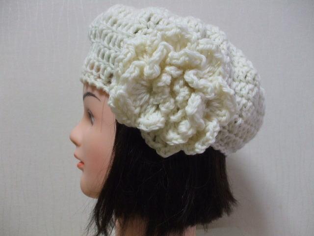 お花モチーフ付きニットベレー帽 成人女性用 オフホワイト