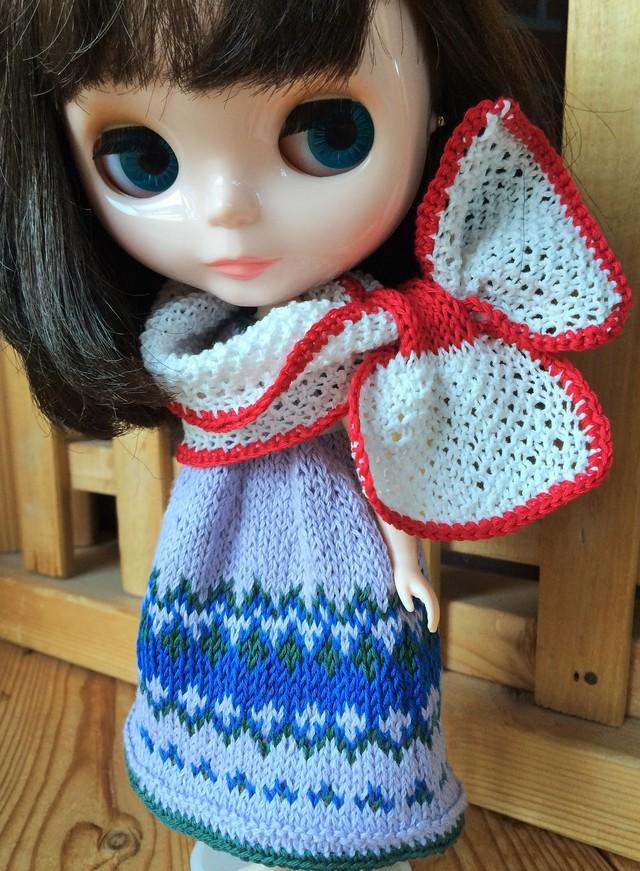 編み模様ワンピースとリボンショール?