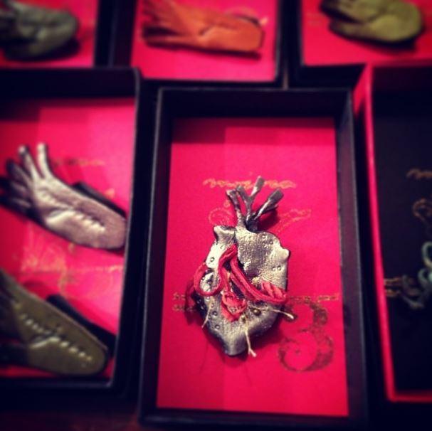 心臓と血管のブローチ