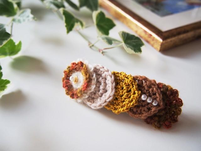 まるモチーフを編んだバレッタ(オータム)