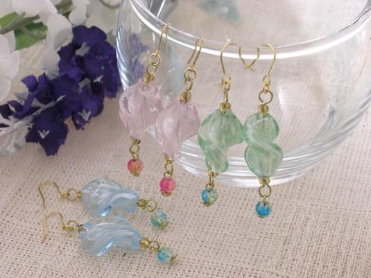 ねじりガラスのキラキラピアス(水色・薄緑・ピンク)