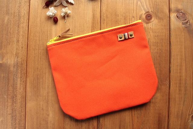 【送料無料】*H598 やわらか帆布のまあるくシンプルポーチ Mサイズ -オレンジ+レッド-