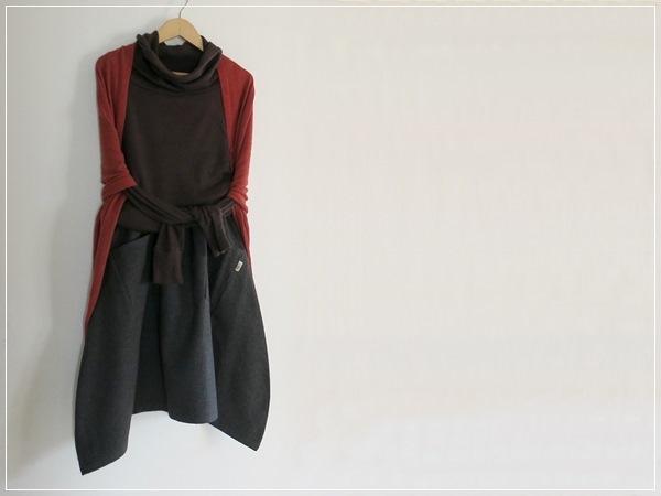 black*  ヘムライン バルーンスカート+リバティ