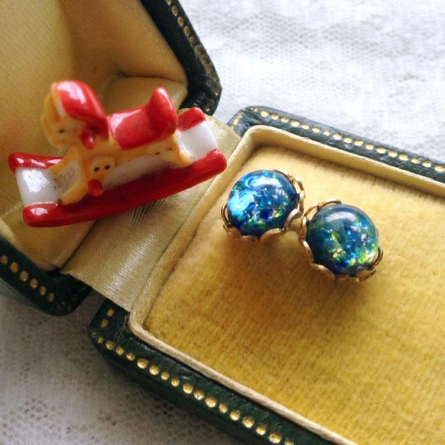 ヴィンテージチェコガラス ピアス(Sea Blue Opal)チタンポスト