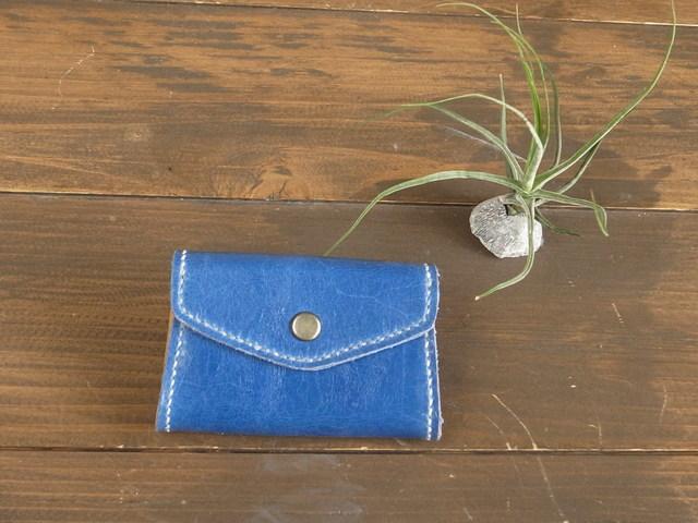 【青】湖面のような青色の、革の小銭入れ