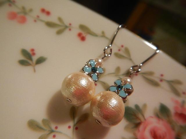 水色小花のコットンパール ピアス