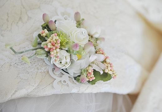淡ホワイトカラーの花かざり