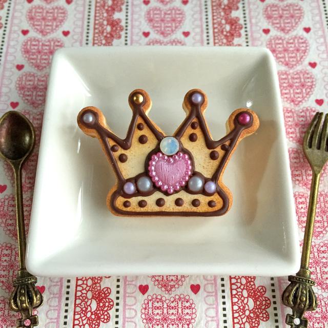 王冠クッキーブローチ?ピンク×ミルキーホワイト