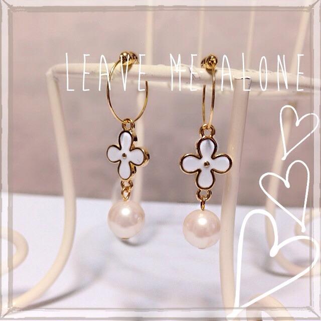 白いお花とシルキーパールのイヤリング♪