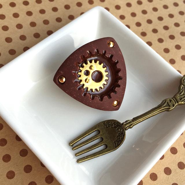 ▼ロータリーエンジン の粒チョコブローチ ゴールドカラー