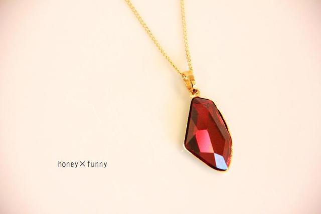 再販** deeper red necklace