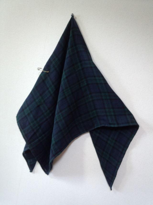 ダブルガーゼのブラックウオッチ柄の大判スカーフ