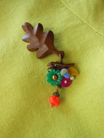 木の葉のブローチ