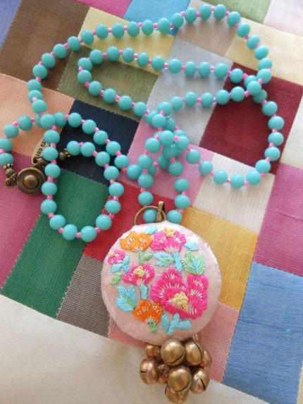 韓国刺繍ネックレス