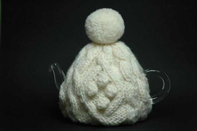 ケーブル編みのティーコゼー(ホワイト)