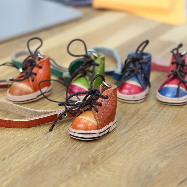 【ストラップ スニーカー キャメル】 本革のミニチュア 靴ストラップ スニーカーシリーズ