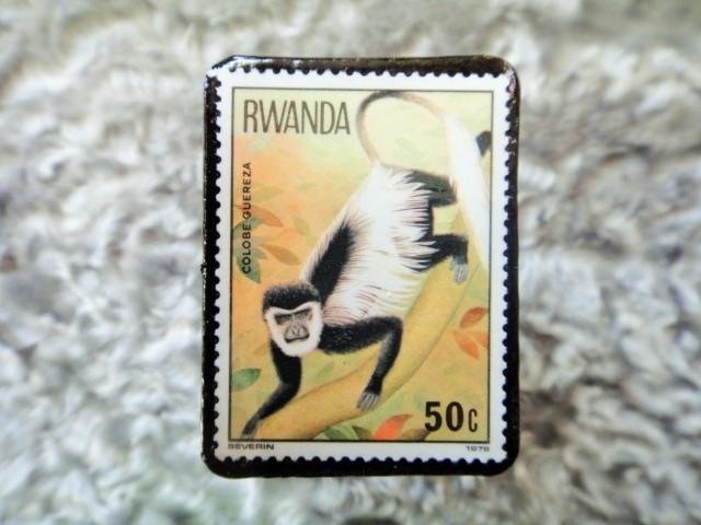 ルワンダ 切手ブローチ679
